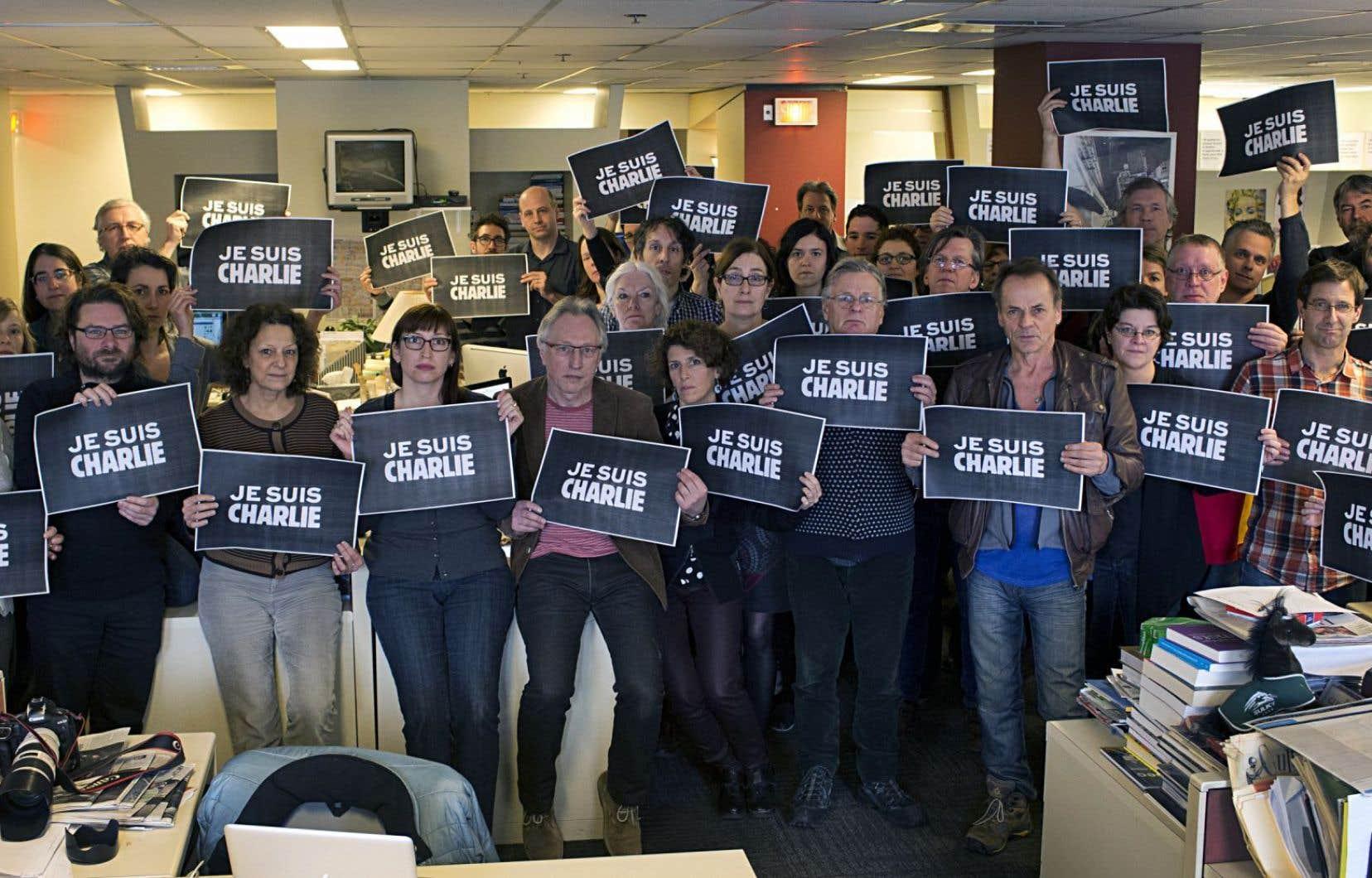 Comme plusieurs médias, <em>Le Devoir</em> s'est affiché sous la bannière «Je suis Charlie». À l'époque du scandale des caricatures de Mahomet, il avait été le seul média québécois à en publier une, toute petite.