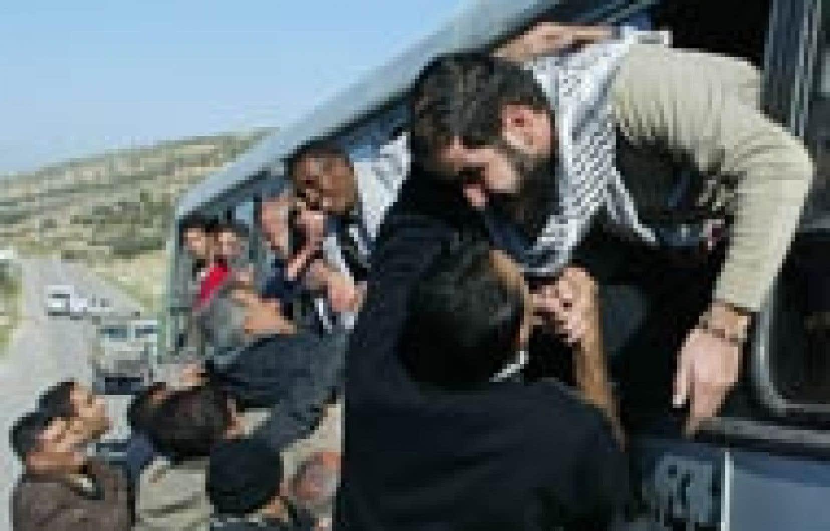 Douces retrouvailles dans un checkpoint près de Hébron.