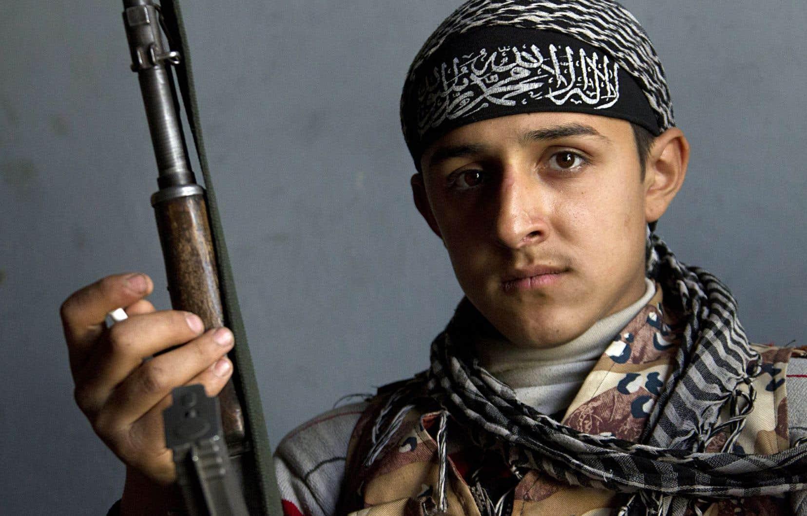 Comment expliquer la vague d'enrôlements chez les jeunes dans des groupes djihadistes?