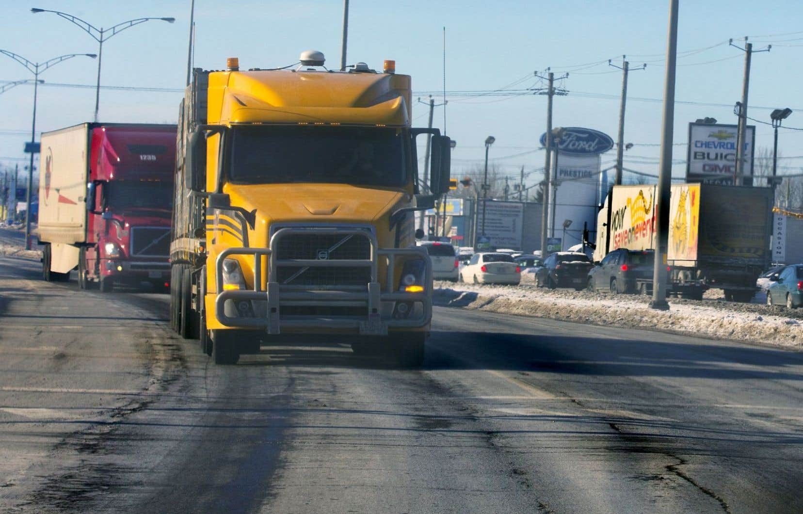Le boulevard Monseigneur-Langlois (ou route 201), à Salaberry-de-Valleyfield, accueille les camionneurs qui refusent de payer pour rejoindre l'autoroute 20.