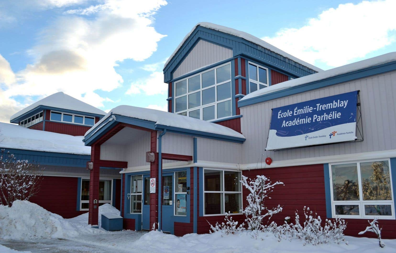 Trente-deux ans après l'adoption de l'article 23 de la Charte canadienne, la communauté francophone du Yukon (et aussi ailleurs au Canada) doit toujours se battre pour l'obtention de services éducatifs de qualité. Sur notre photo, l'école Émilie-Tremblay, à Whitehorse, dont l'ouverture remonte à 1984.