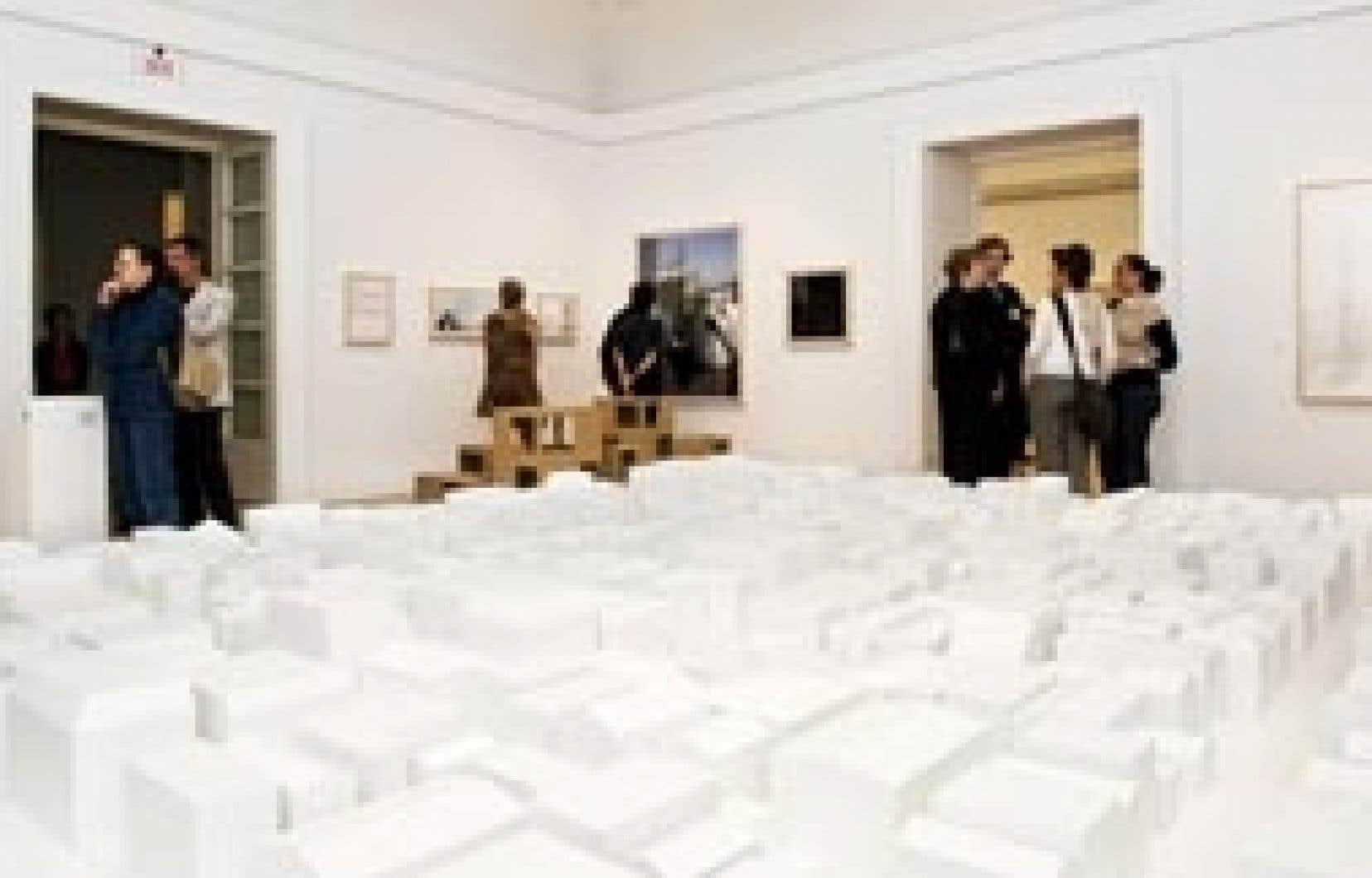 Vue de l'exposition consacrée en 2008 aux perspectives de vie à Londres et à Tokyo, imaginées par Stephen Taylor et Ryue Nishizawa.