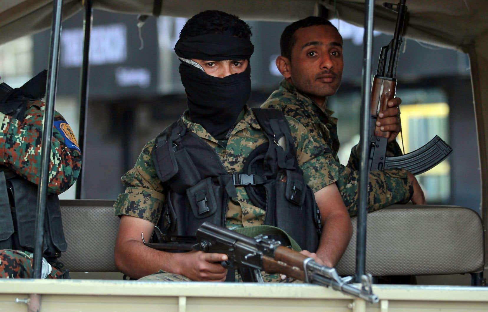 Des soldats yéménites gardaient le palais présidentiel dans la capitale du Yémen, Sanaa, vendredi.
