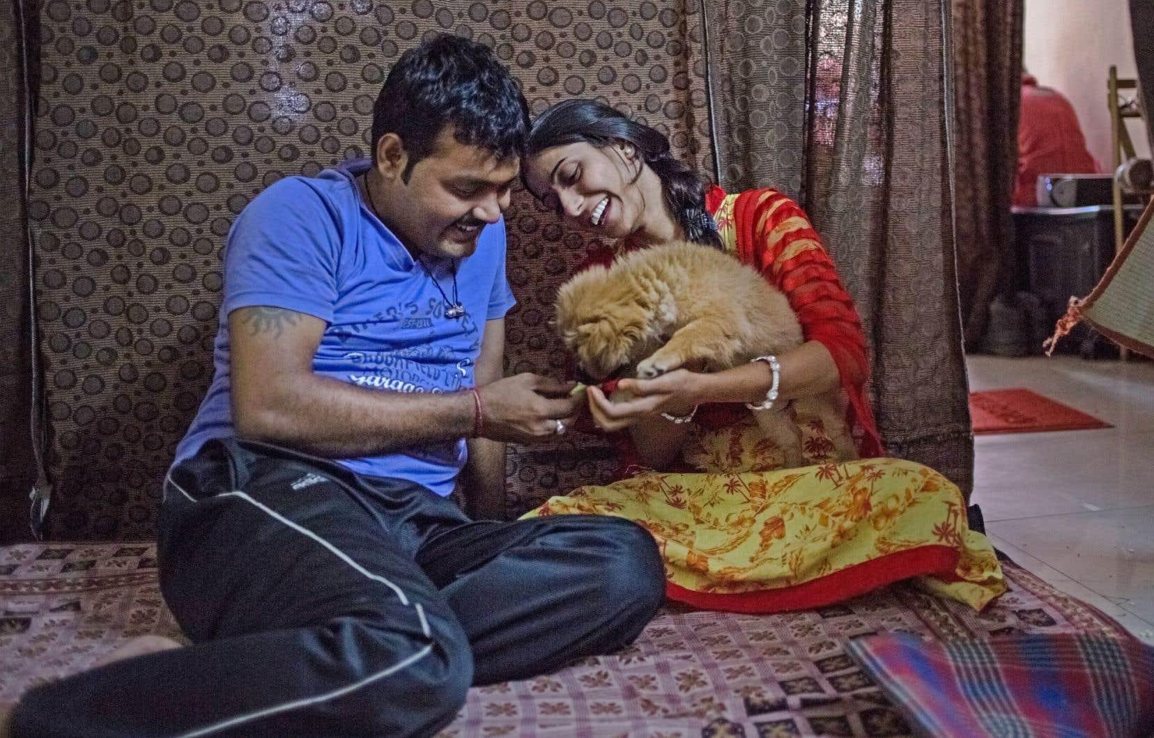 Vibhor et Deepika, tous deux âgés de 24 ans, ont quitté leur famille et leur village pour pouvoir se marier. Ils sont hébergés par l'un des sept refuges de New Delhi proposés par Love Commandos.