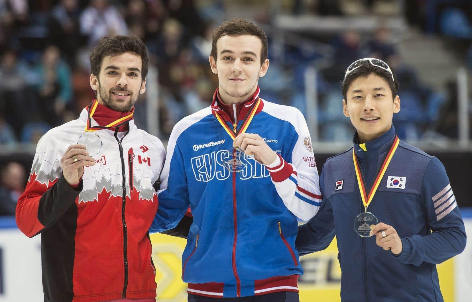 François Hamelin, à gauche, a fini deuxième au 500 mètres derrière le Russe Dmitry Migunov, au centre, et devant le Sud-coréen Kwak Yoon-Gy.