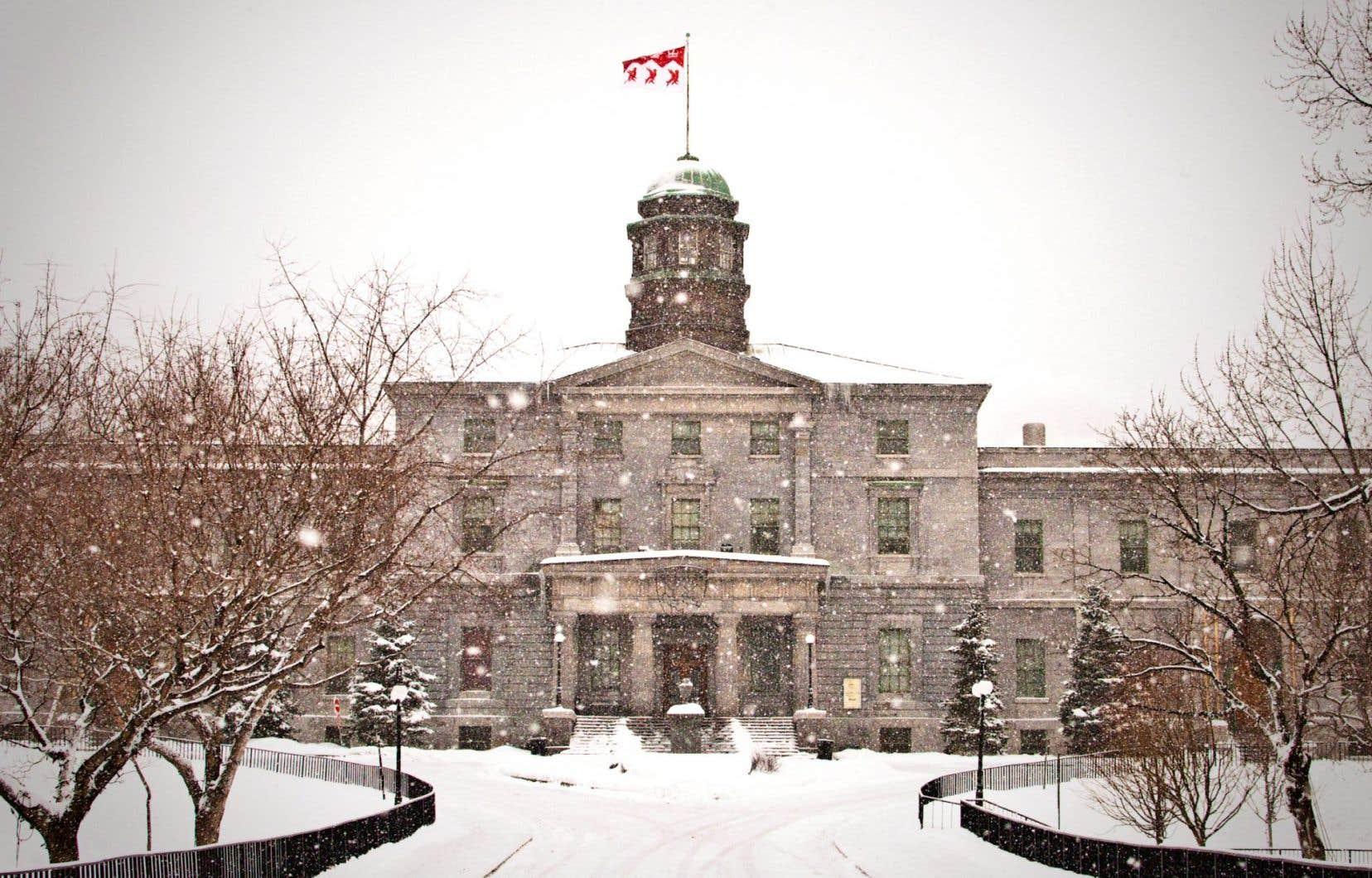 La campagne à l'Université McGill réclame un «désinvestissement» des 5% du fonds de dotation (constitué d'un milliard de dollars) que l'on estime liés aux combustibles fossiles. Il y a deux ans, une requête initiale présentée au Conseil des gouverneurs avait été rejetée pour de faibles motifs.