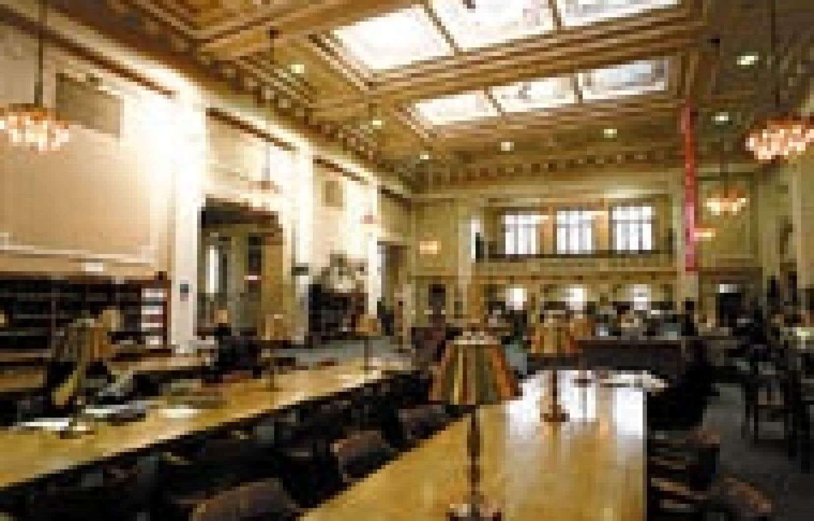 La salle de lecture de la bibliothèque Saint-Sulpice, rue Saint-Denis, à Montréal.
