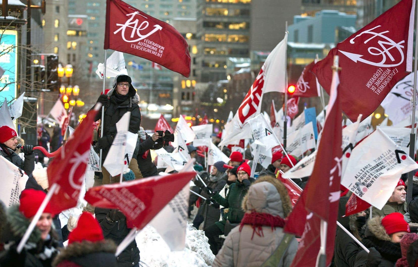 Une large coalition syndicale prépare l'offensive anti-austérité. Ci-dessus, la Fédération autonome de l'enseignement, qui manifestait lundi.