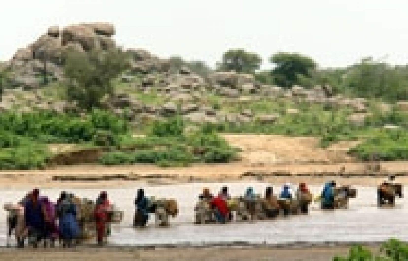 Dans l'est du Tchad, la crue de certaines rivières complique l'acheminement de l'aide alimentaire aux réfugiés.