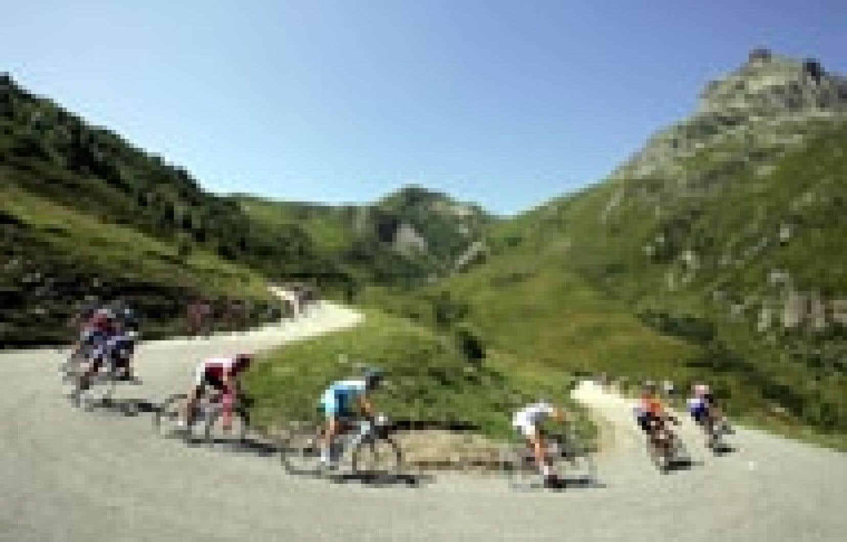 Le Tour de France portait bien son surnom de «Grande Boucle», hier, en pleine montagne.