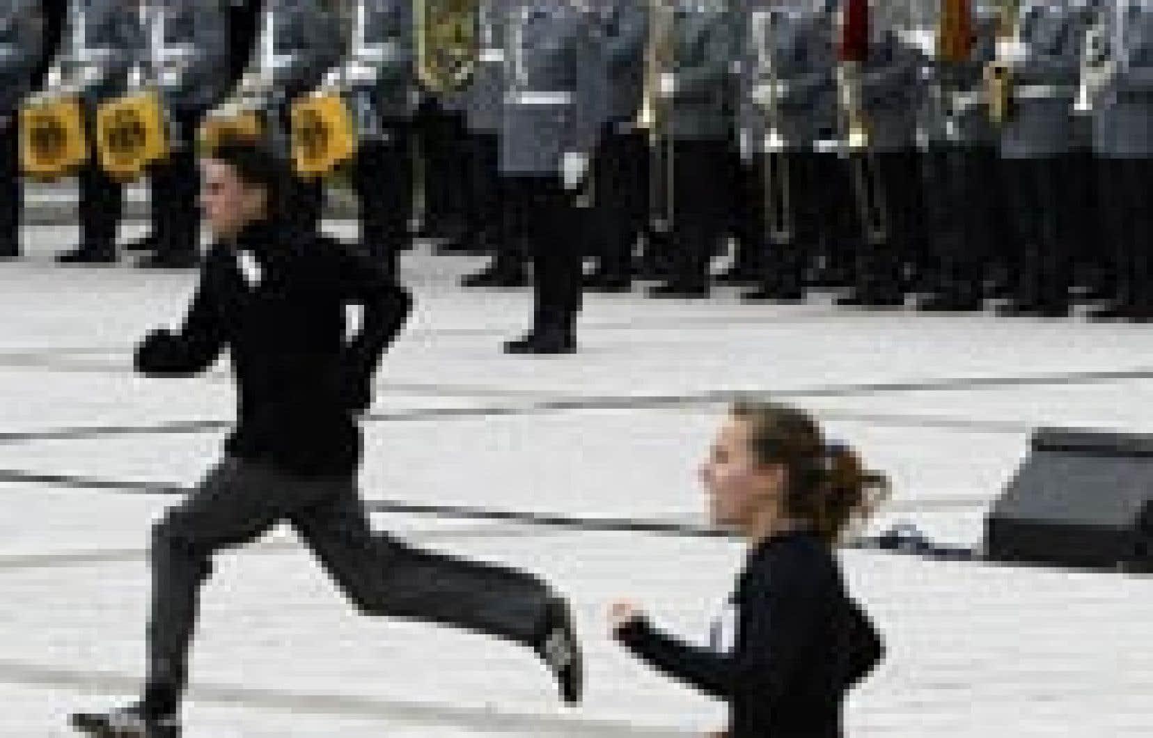 Des manifestants ont perturbé hier une cérémonie d'assermentation de recrues de l'armée allemande à Berlin.
