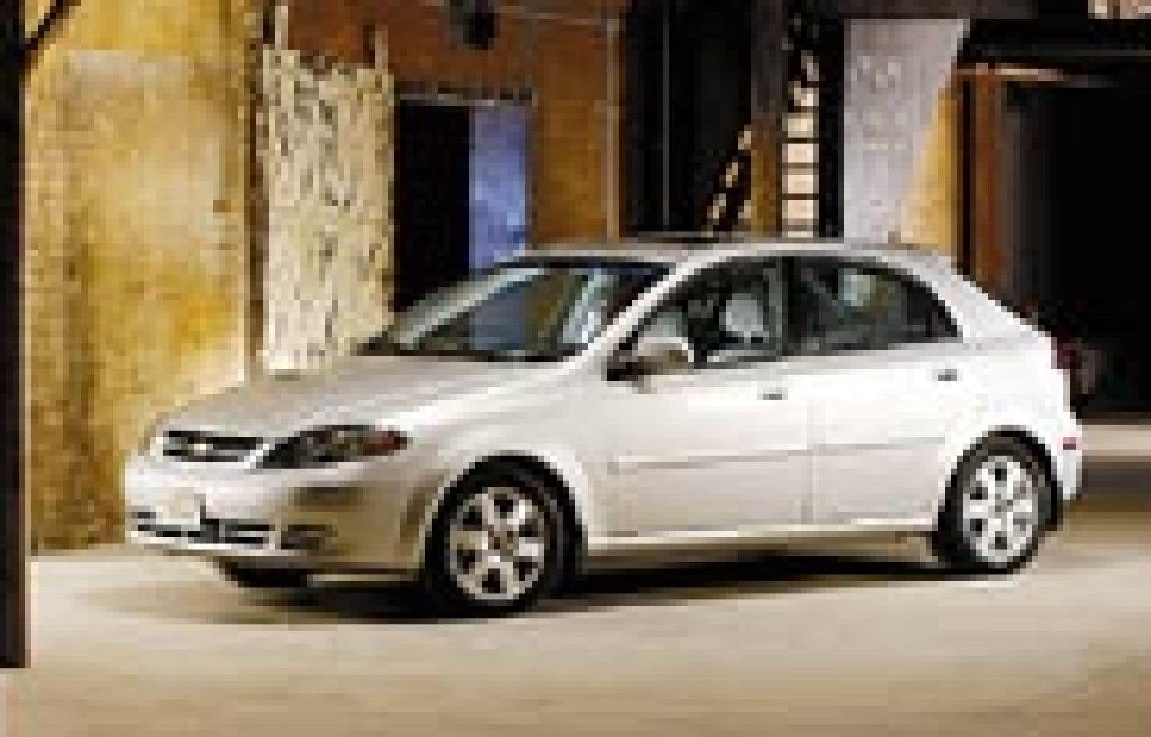 L'Optra est en fait la Daewoo Nubira, offerte exclusivement au Canada sous un autre nom. — Photo: Chevrolet