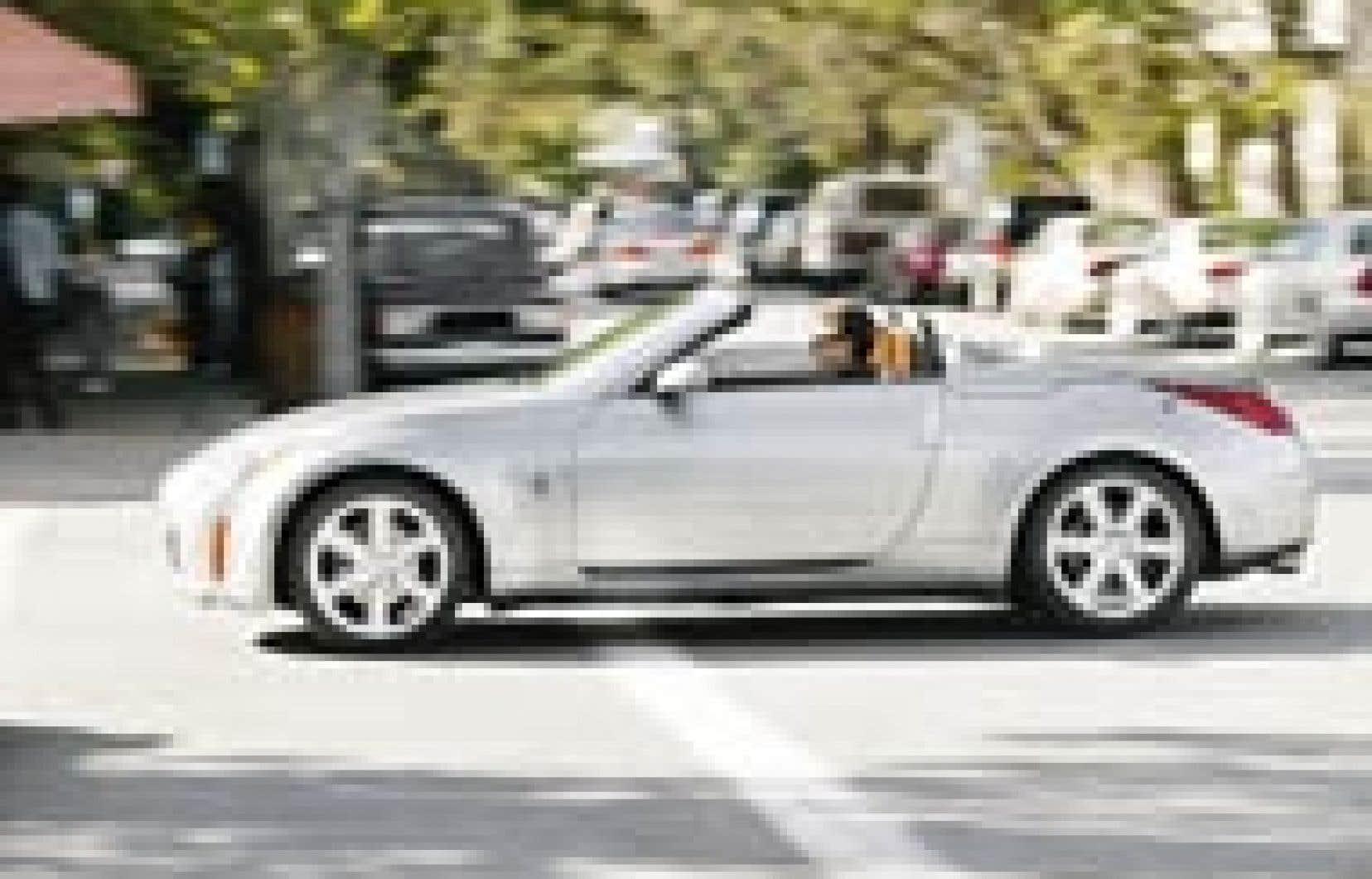Très stable à haute vitesse, la Nissan 350Z Roadster procure une douceur de roulement appréciable. — Source: Nissan
