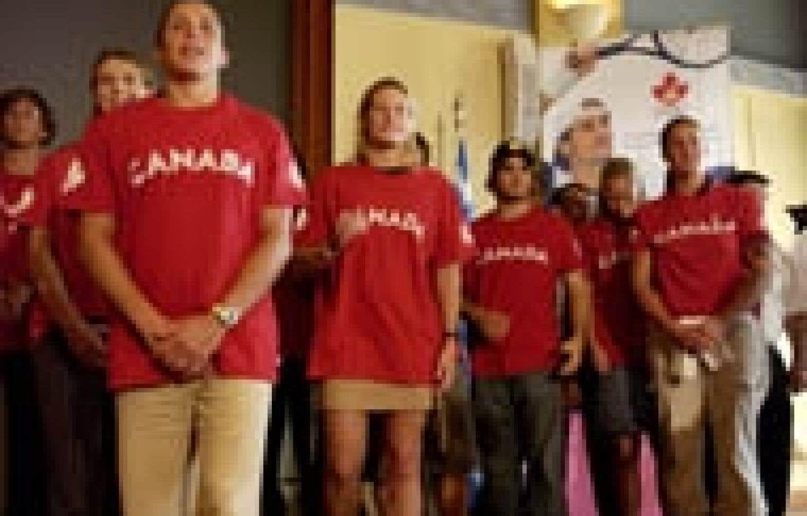 Le Comité olympique canadien a dévoilé hier la liste des 266 athlètes qui participeront aux Jeux olympiques d'Athènes, dans trois semaines. Myriam Boileau et Alexandre Despatie, au centre, seront de la partie, en compagnie de 53 autres Québécois