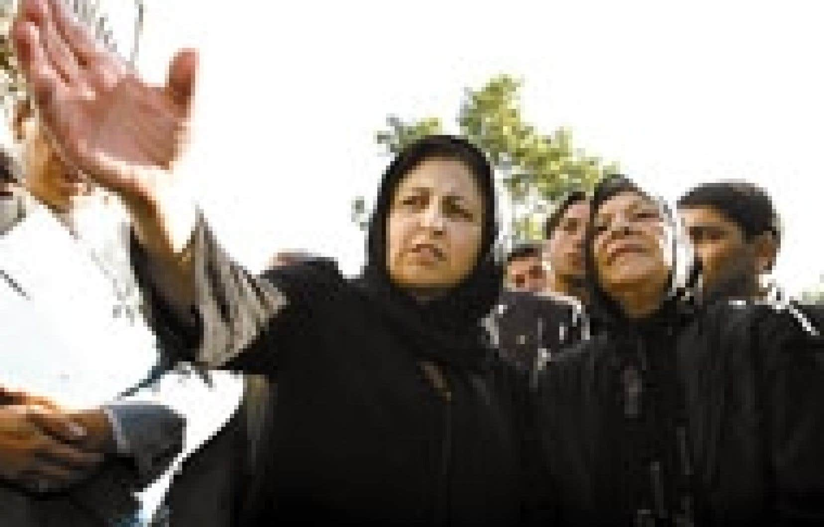 «Ce tribunal est inacceptable», a déclaré Shirin Ebadi (à droite), avocate de la famille Kazemi, que l'on voit ici en compagnie d'Ezzat Kazemi, la mère de la photojournaliste morte en détention.