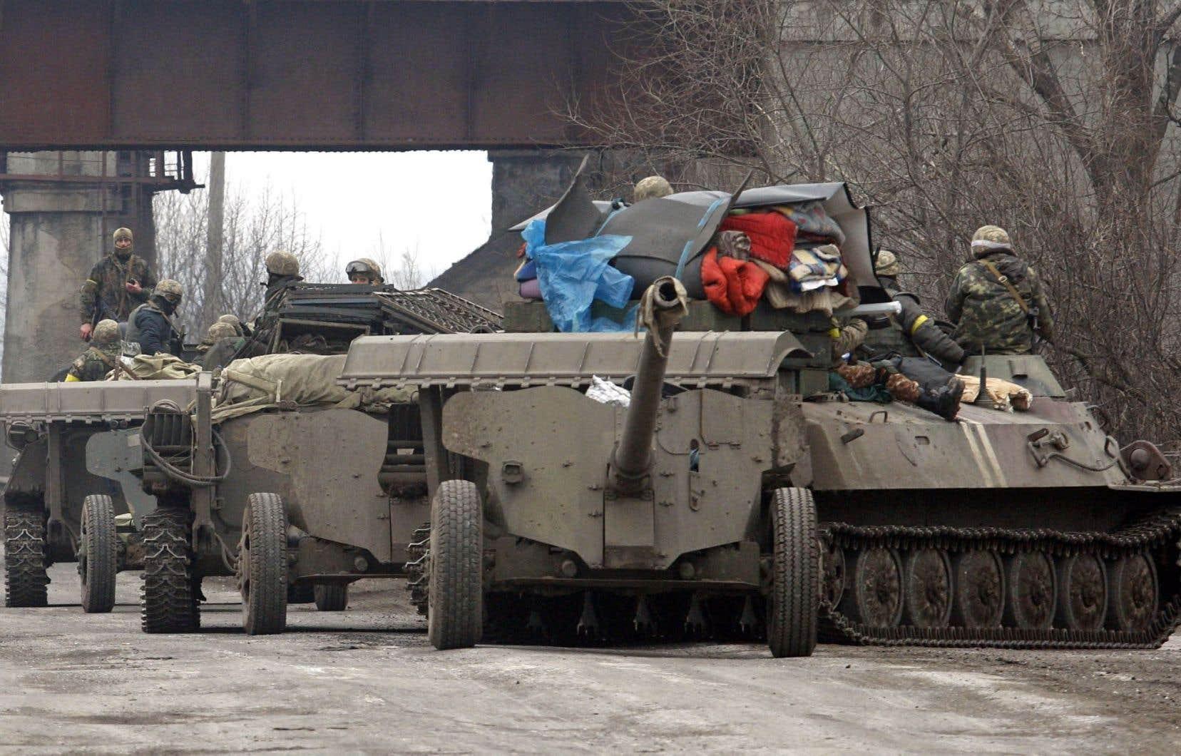 Des soldats ukrainiens ont quitté jeudi leur position près d'Atemivsk, emportant leurs armes lourdes.