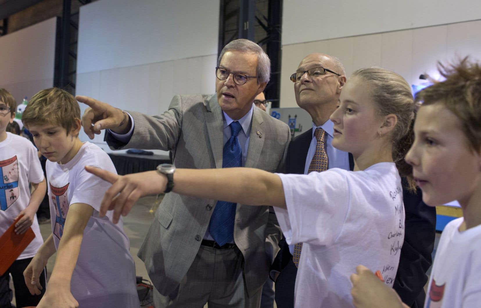 L. Jacques Ménard (au centre) a réussi à mobiliser le monde des affaires pour lutter contre le décrochage.