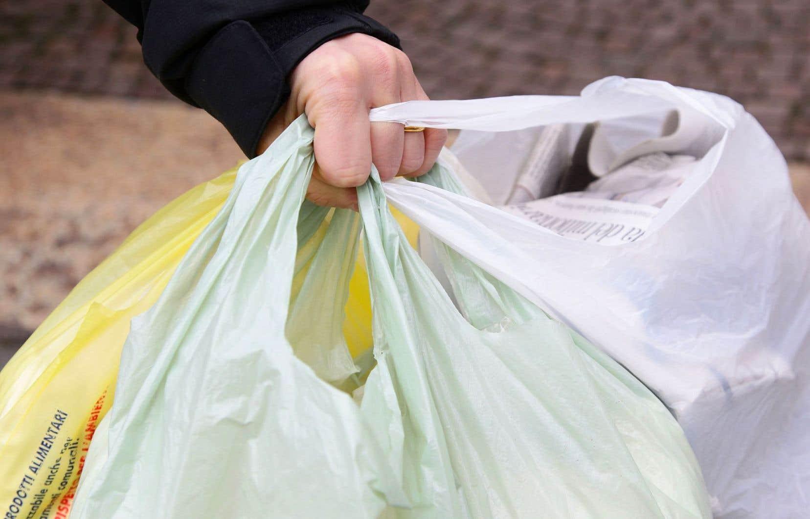 Il y a cinq ans, chaque citoyen de l'UE utilisait, en moyenne, 198 sacs de plastique par année.