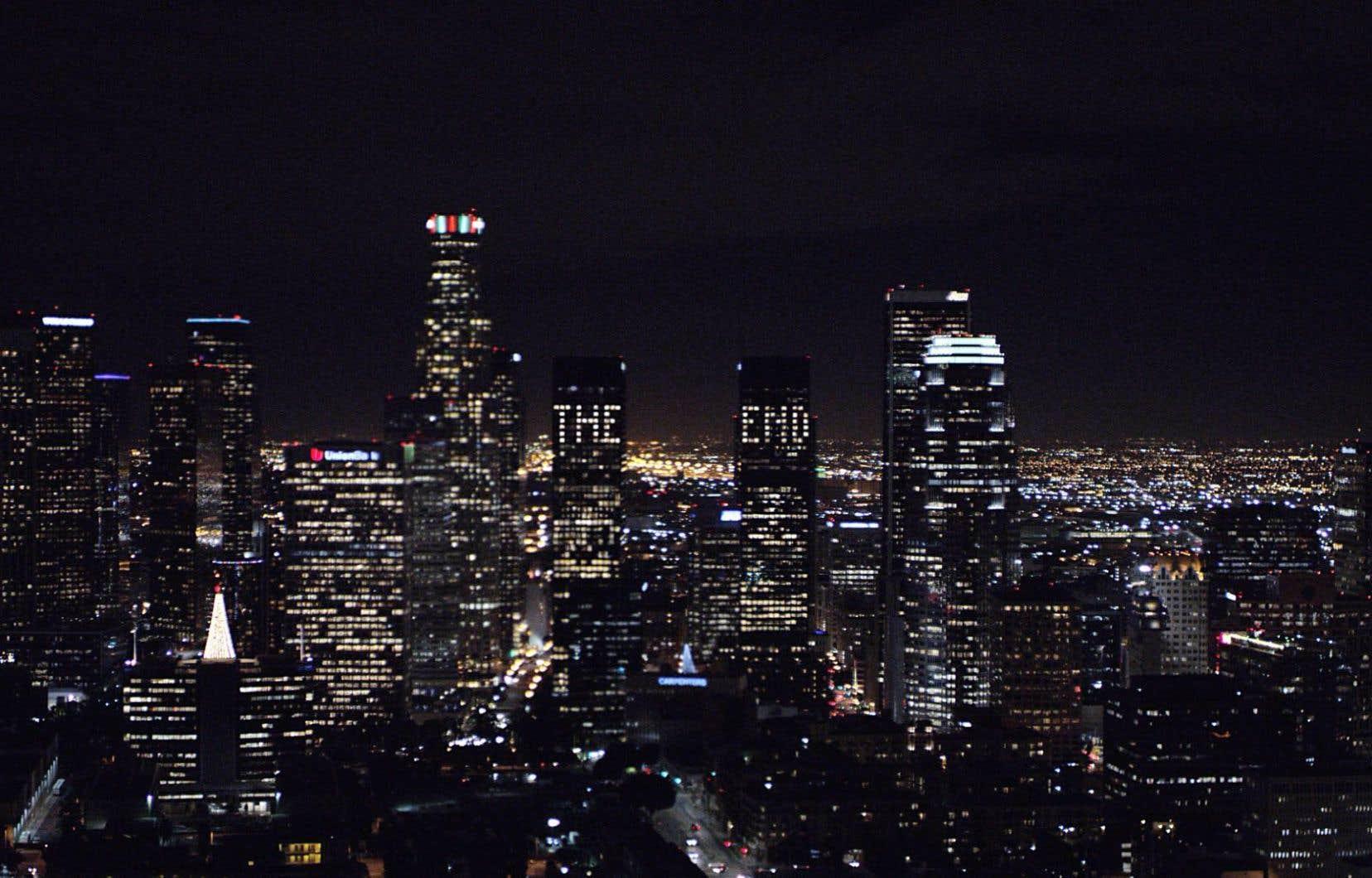 Dans The End, la caméra survole le cœur de la métropole californienne, sous une musique de grande tension.