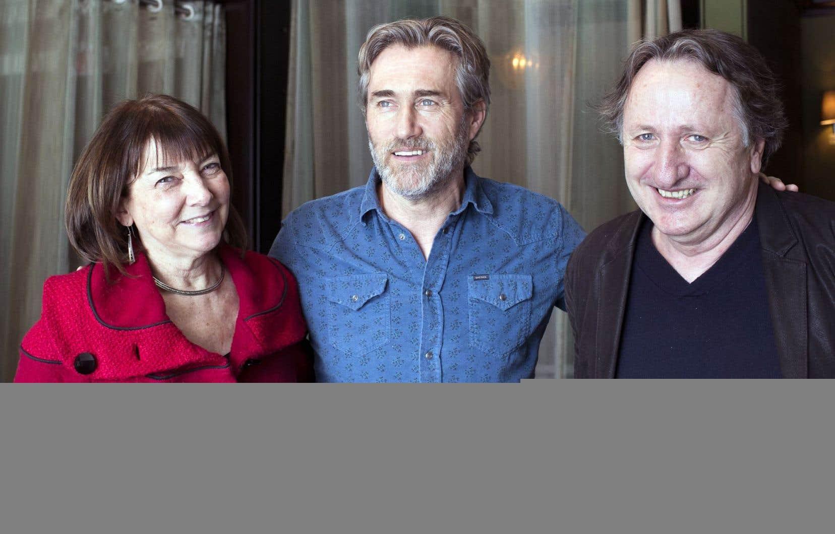 Le comédien Roy Dupuis entouré de Carole Poliquin et Yvan Dubuc