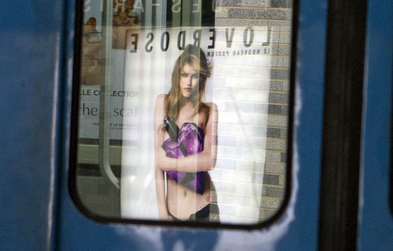 Le corps féminin est plus présent en pub que le corps masculin. «La femme fait vendre. La femme magnifiée et retouchée. C'est un symbole de consommation.»