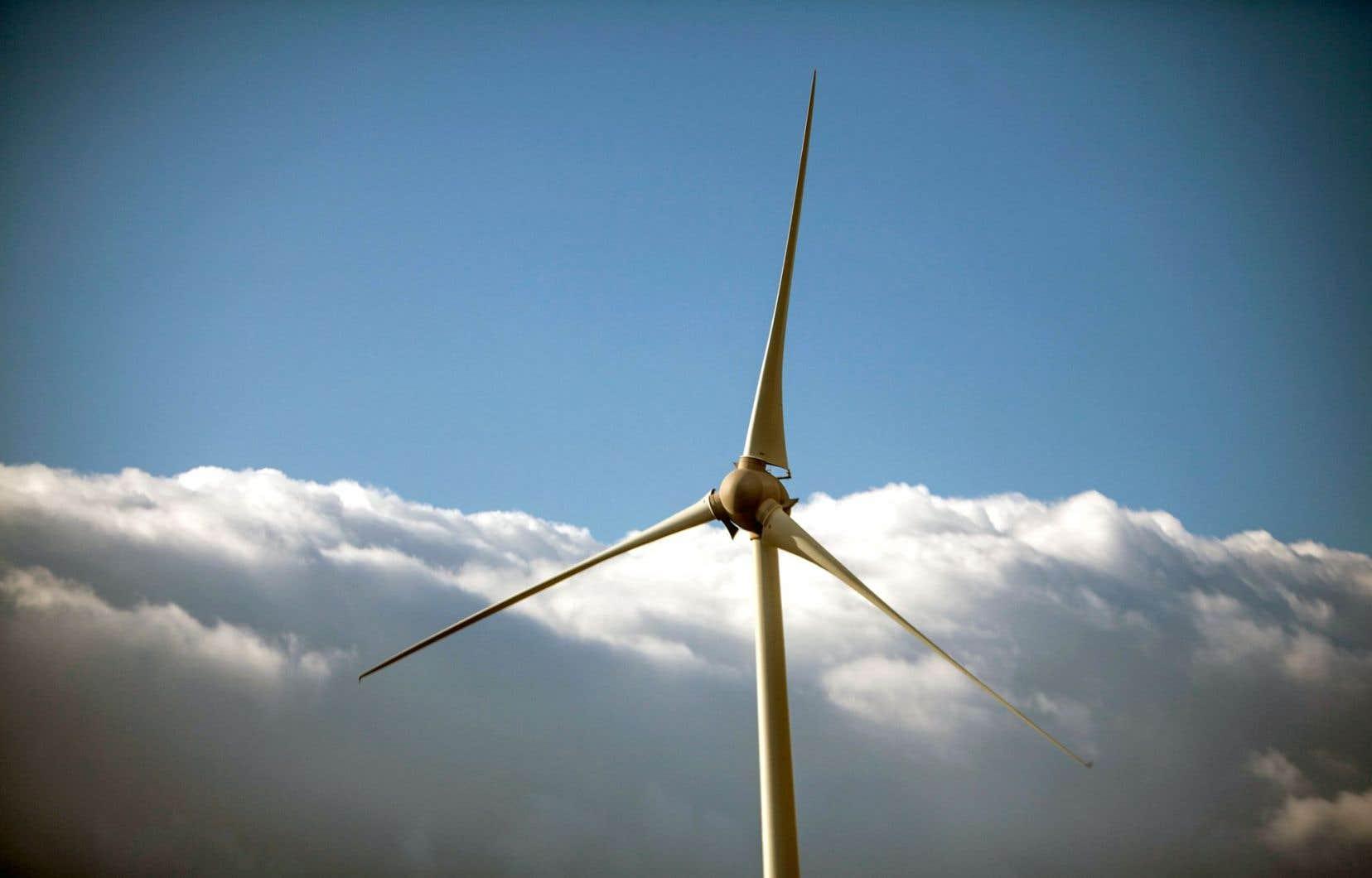 Hydro-Québec, qui voulait augmenter ses tarifs de 3,9 %, avait déjà indiqué que les achats obligatoires d'énergie éolienne auprès de producteurs privés étaient en partie responsables de cette demande.