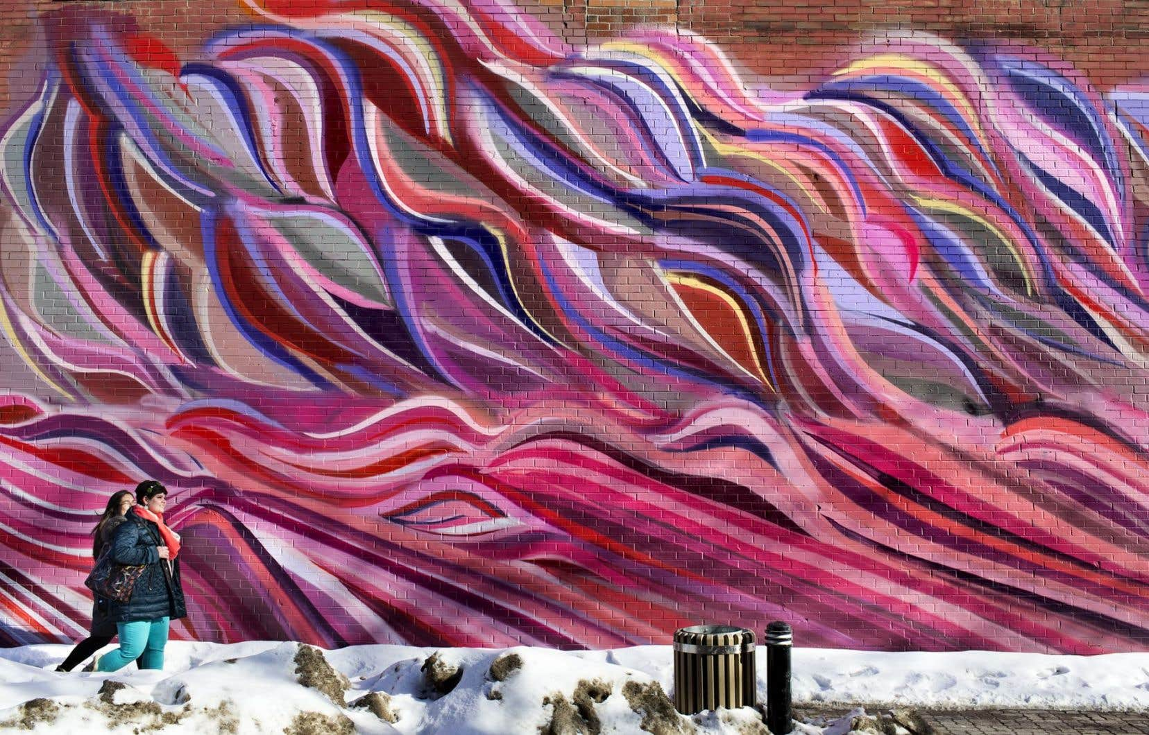 Créée au coin des rues Duluth et Saint-Denis, la murale de Philippe Mastrocola a été produite par l'organisme à but non lucratif MU.