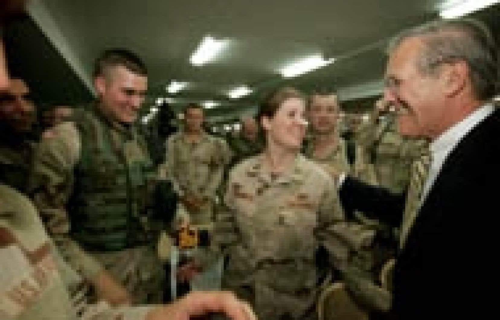 «Nous sommes soucieux de voir les soldats se comporter correctement», a déclaré Rumsfeld.