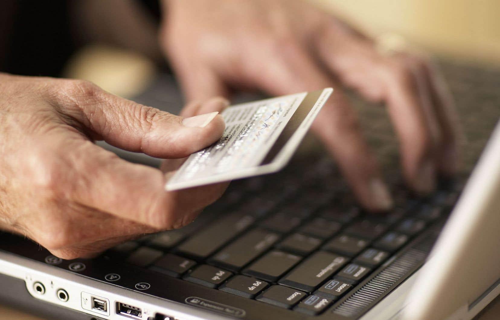 Au total, seulement 25 % des dollars dépensés pour des achats en ligne l'ont été sur des sites québécois, par rapport à 48 % sur des sites de détaillants américains.