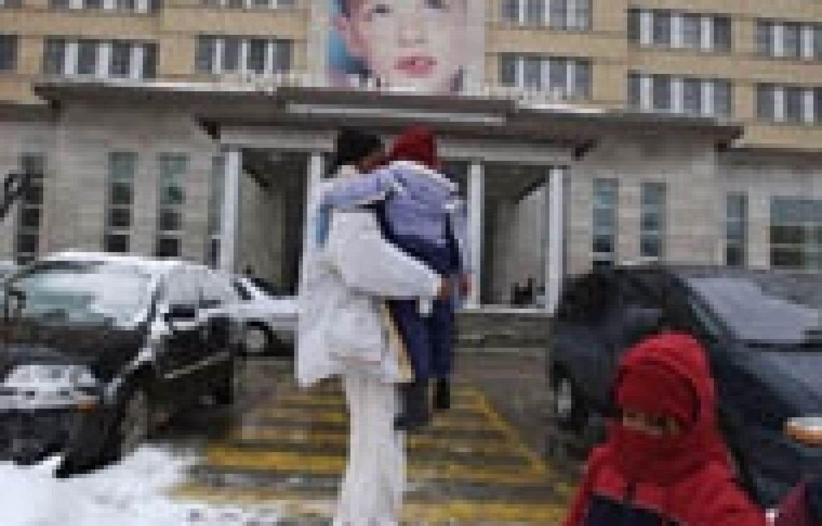 Au cours de l'hiver, l'hôpital Sainte-Justine a recueilli les consentements écrits des parents, qui ont donné leur feu vert pour permettre aux dossiers de leurs enfants de circuler dans le nouveau circuit informatique mis en place par l'hôpital