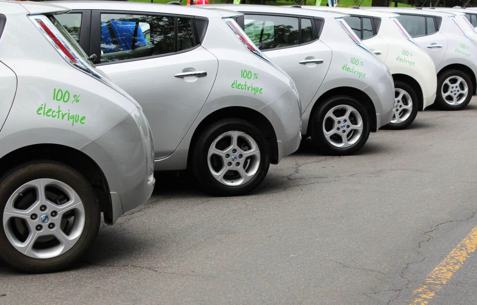 Comme la Ville de Montréal tarde à autoriser l'extension du service, Communauto, avec Auto-Mobile, envisage de se déployer dans des secteurs qui ne comportent pas de vignettes de stationnement.<br />