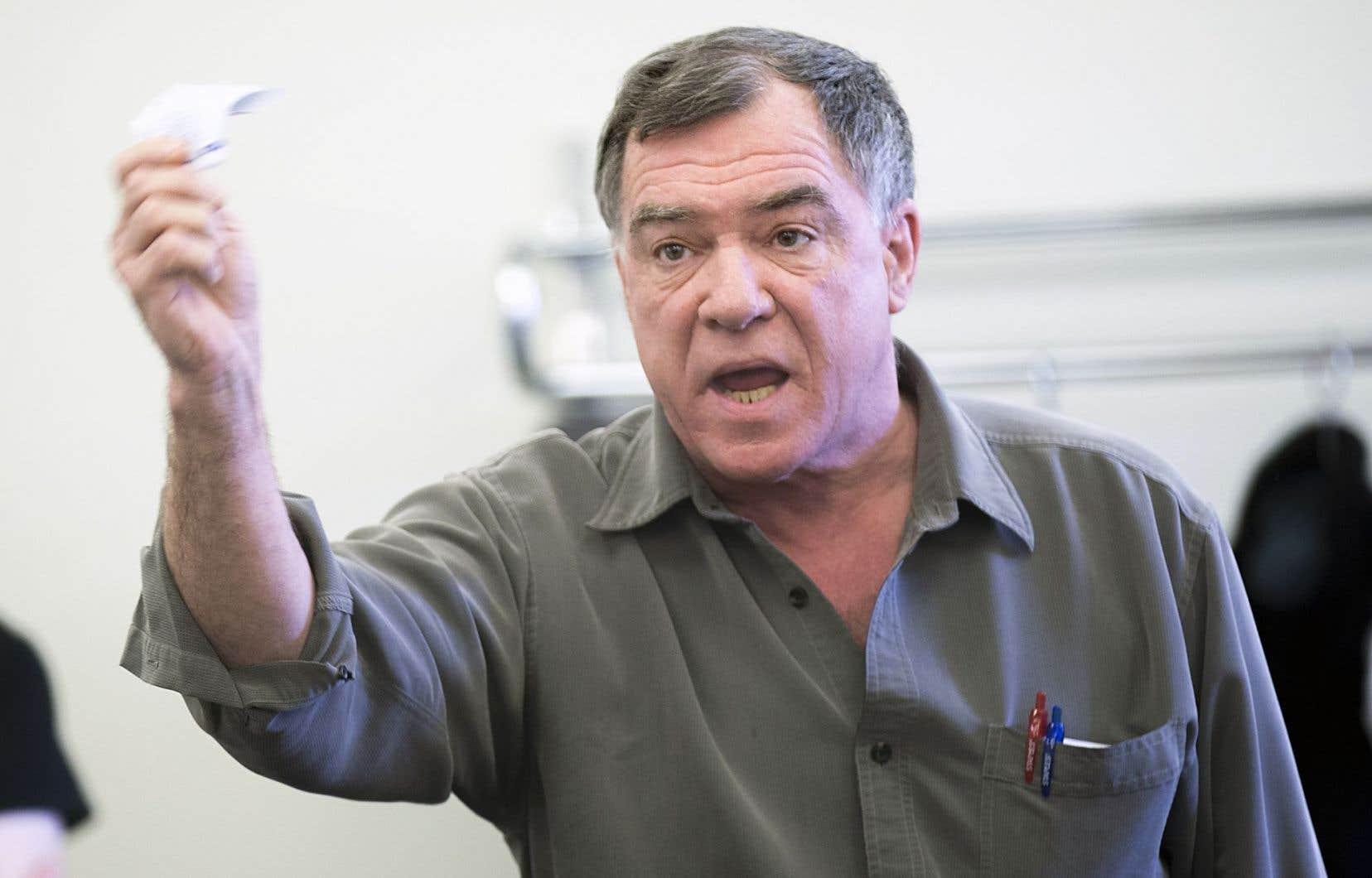 Robert Brunet, prestataire, dénonce la mesure qui le forcerait à déclarer un deuxième colocataire.