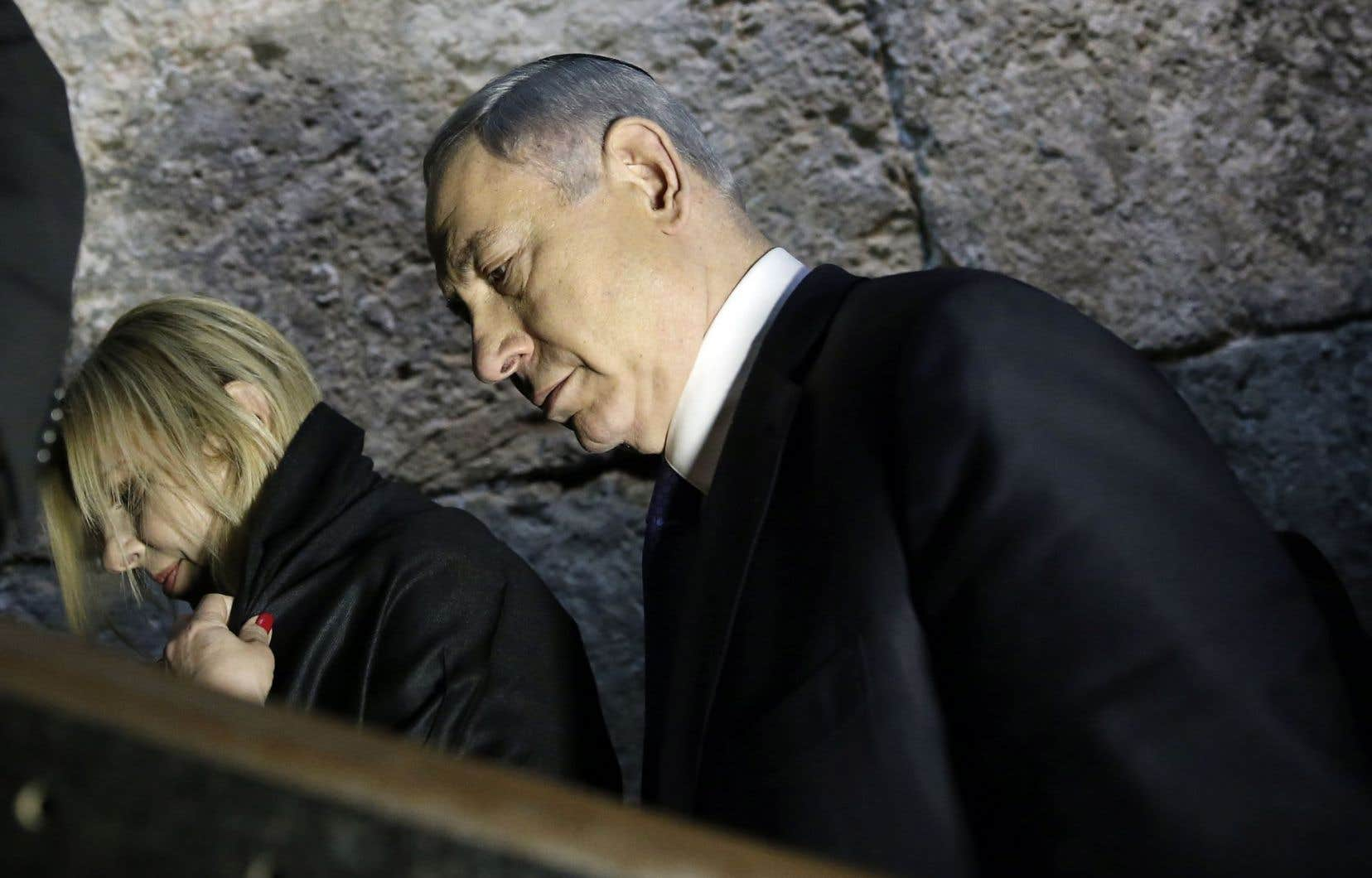 Le premier ministre d'Israël, Benjamin Nétanyahou, accompagné de sa femme, Sara.