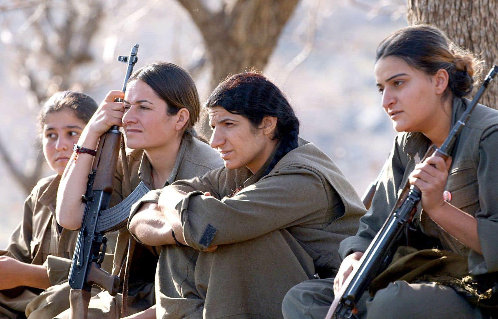 Le PKK, considéré comme une organisation terroriste par plusieurs pays, dont le Canada, entraîne plusieurs femmes pour combattre le groupe État islamique.