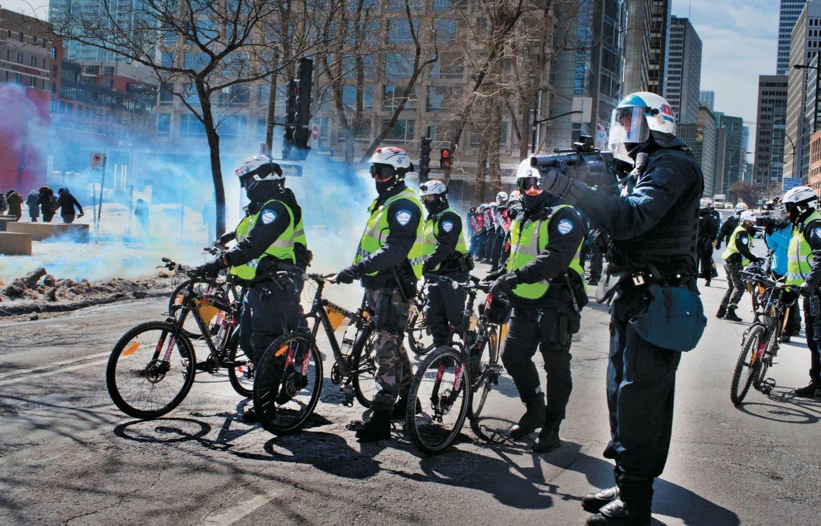 C'est à Montréal que le climat a été le plus «chaud», alors qu'une manifestation a été déclarée illégale d'emblée puisque les organisateurs n'avaient pas fourni d'itinéraire au service de police de la métropole.