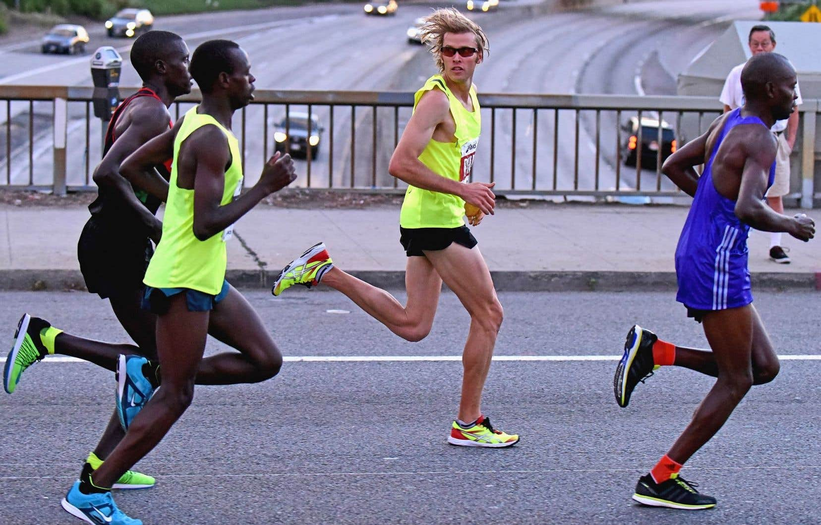 La course à pied est un exercice de dépassement de soi, l'humain lutte pour repousser les limites imposées par la nature et la vie.