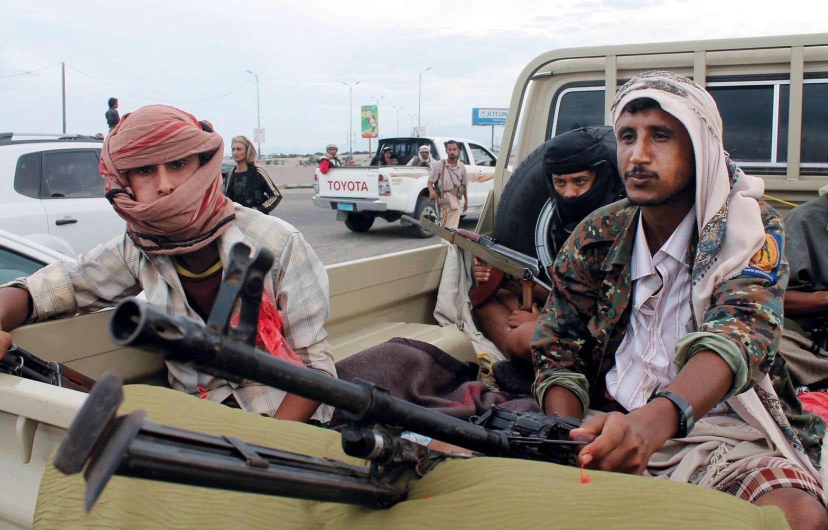Des membres d'un des comités populaires se sont rendus lundi à Aden pour défendre le président contesté par les Houthis.