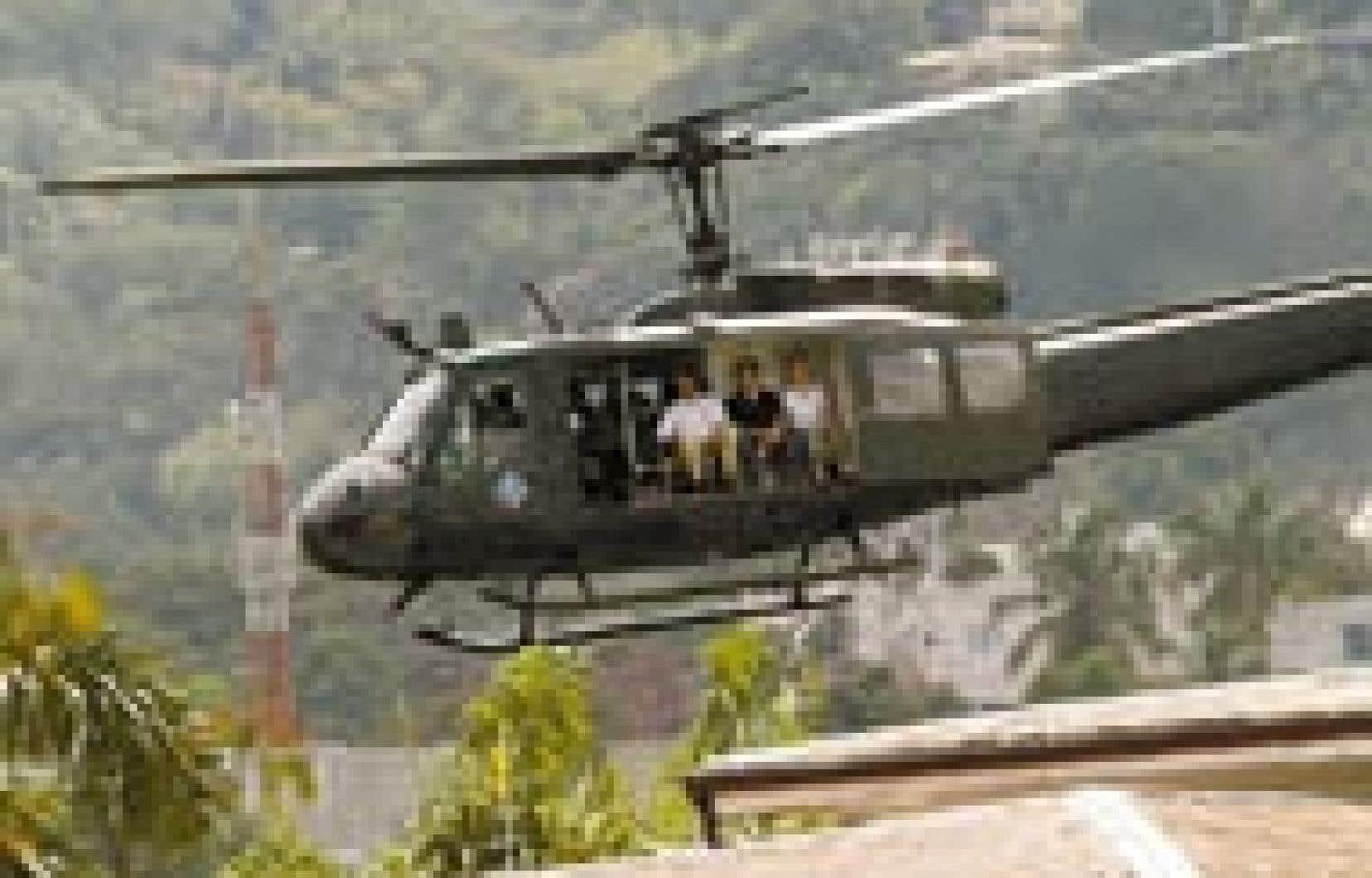 Les membres du personnel diplomatique de l'ambassade de la République dominicaine à Port-au-Prince ont été évacués par hélicoptère hier.