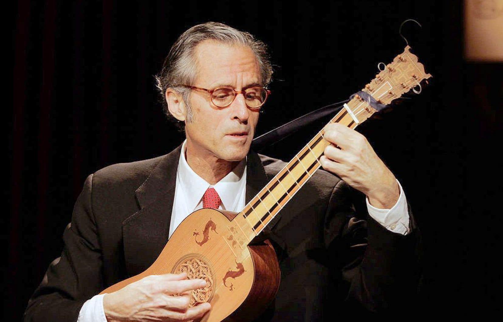Entre1980 et2012, Hopkinson Smith, le Jordi Savall du luth et du théorbe, a transcrit et enregistré pour ses instruments les sonates et partitas pour violon et les suites pour violoncelle de Bach.