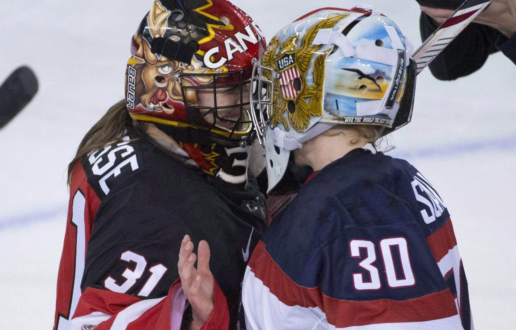 À gauche, pour le Canada, Geneviève Lacasse, et à droite, pour les États-Unis, Molly Schaus