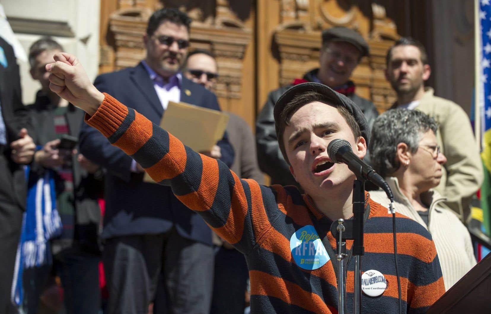 Samedi, à Indianapolis, le jeune Jackson Blanchard, 18ans, a tenu un discours devant des milliers de personnes rassemblées pour s'opposer au projet de loi.