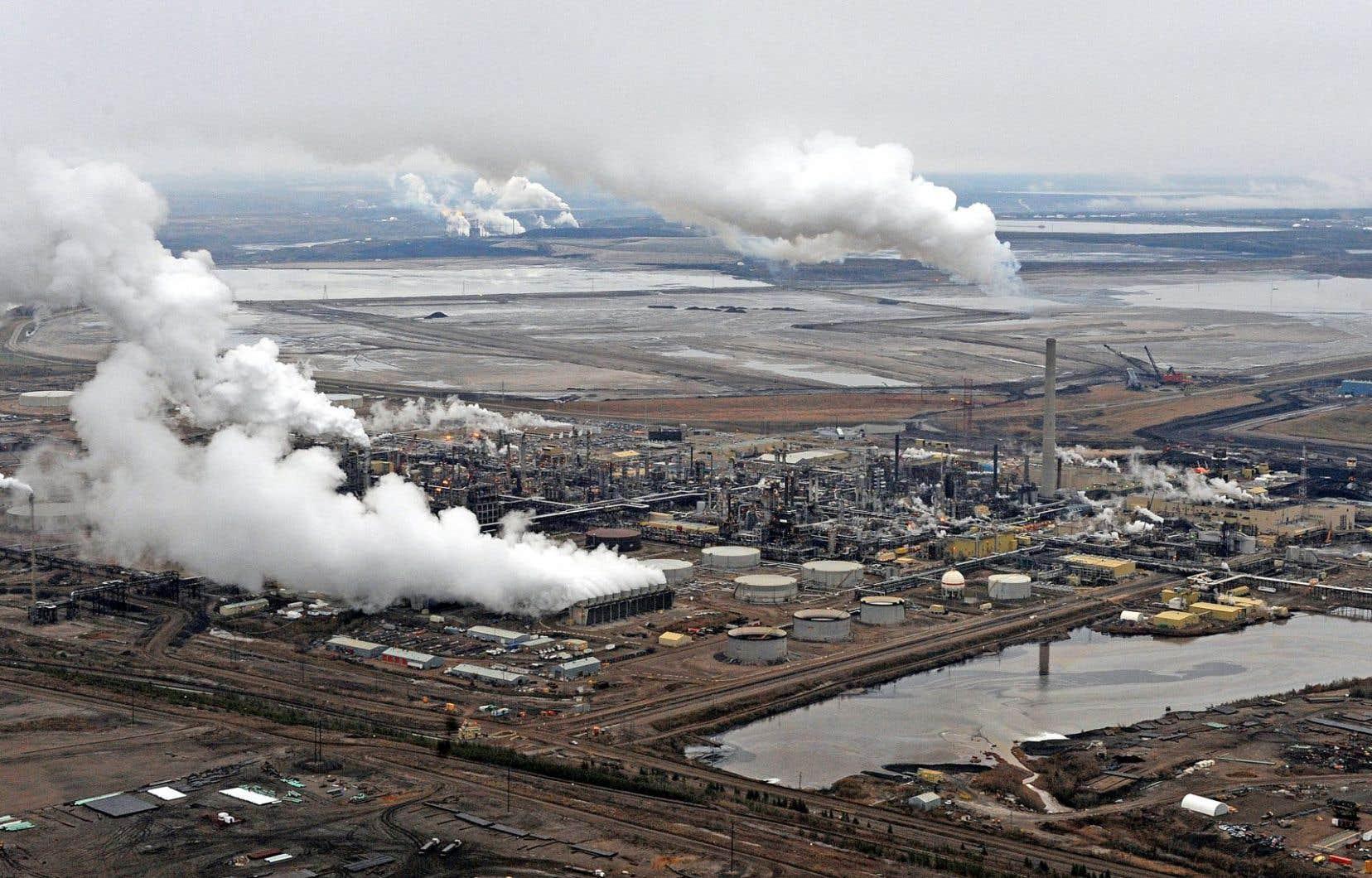 Selon Environnement Canada, les émissions de GES devraient continuer de croître, essentiellement en raison de l'exploitation pétrolière.