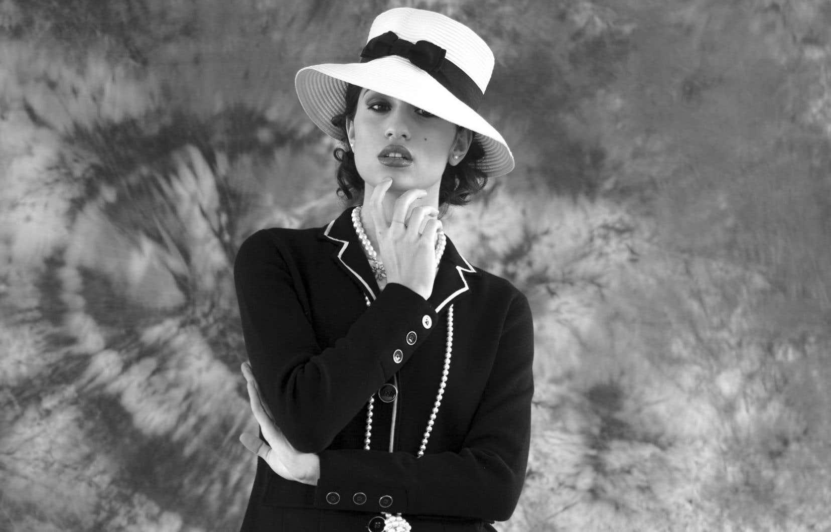 Look Chanel. Styliste: Quentin Delcourt.