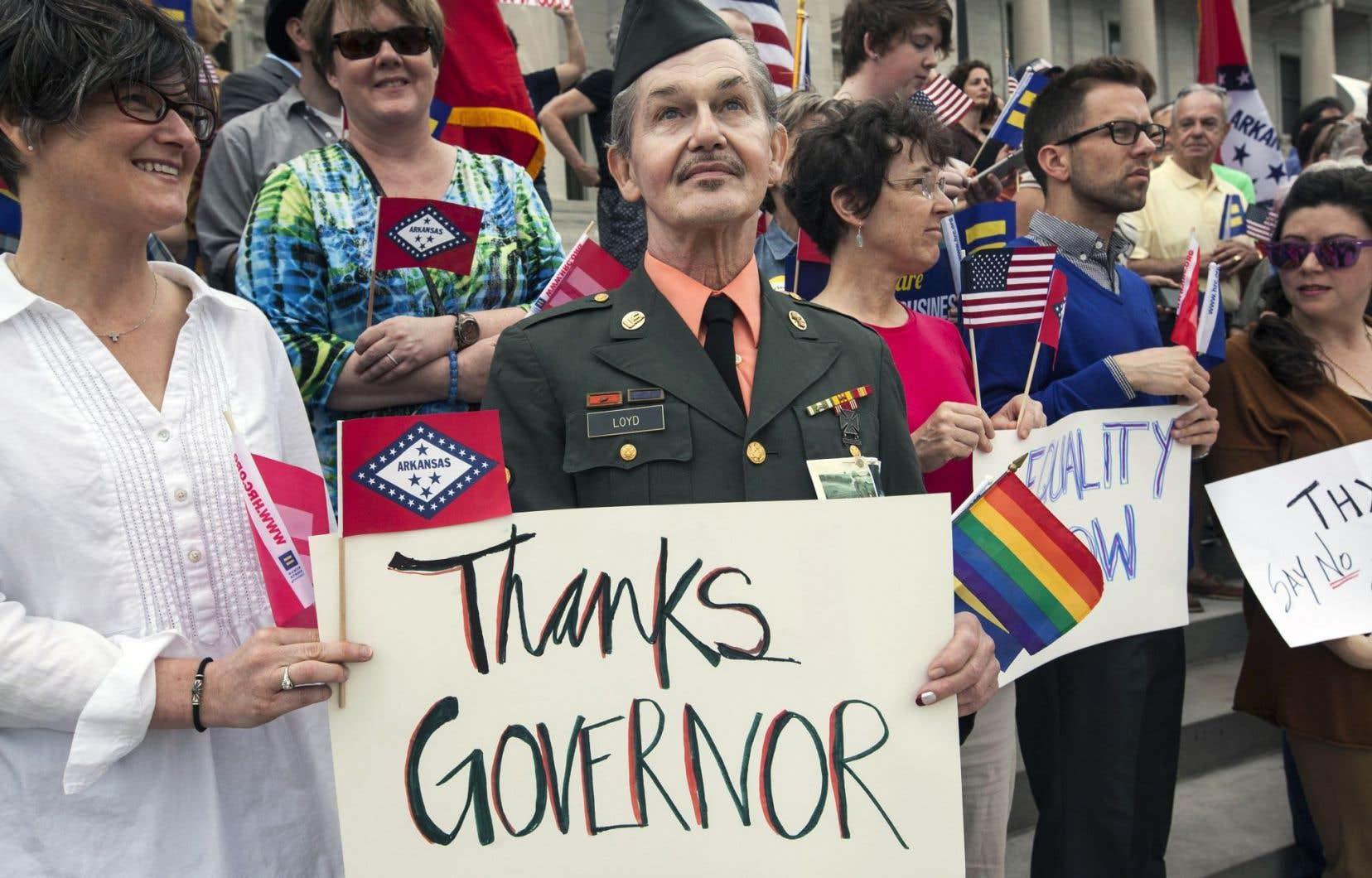 En Arkansas, des opposants au projet de loi ont accueilli avec entrain la nouvelle des modifications, à Little Rock, mercredi dernier.