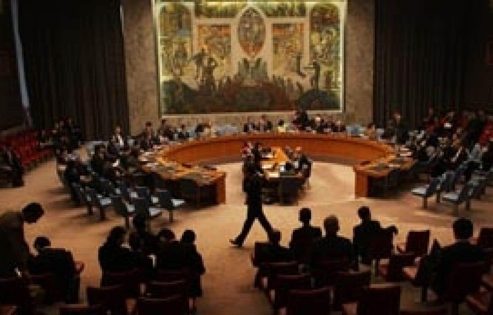 Réunis à New York, les membres du Conseil de sécurité de l'ONU ont décidé de dénoncer le tir de fusée coréen, sans toutefois se montrer sévères dans les sanctions.