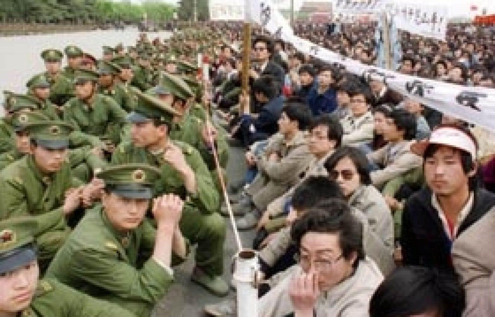 Manifestation du 22 avril 1989 à Pékin, alors que quelque 200 000 personnes exigeaient de dialoguer avec le pouvoir.