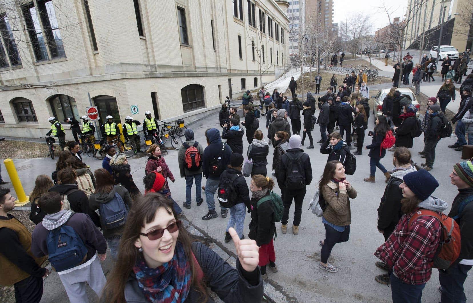 Ce collectif dénonce les violences, mais signale surtout son désaccord avec les déclarations publiques de l'exécutif du syndicat qui, selon eux,<em> « appuient sans discernement les actions étudiantes »</em>.