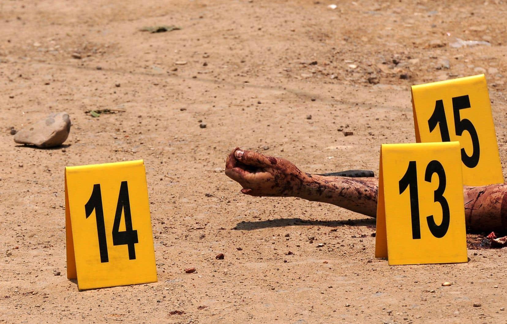 Scène de crime au Honduras, un pays qui connaît un taux d'homicides record.