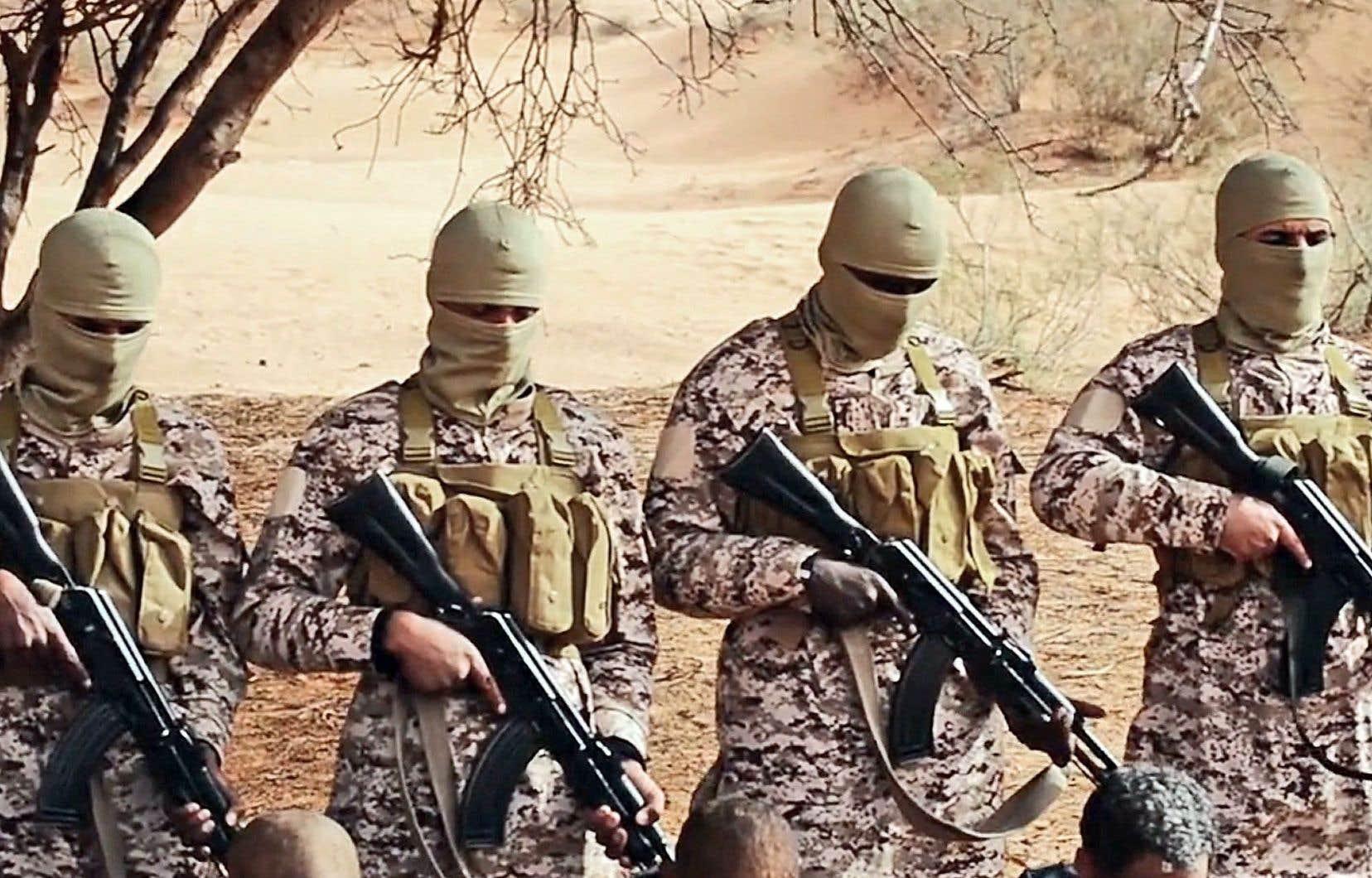 Cette image tirée de la vidéo diffusée dimanche montre un groupe tué par balles à bout portant.