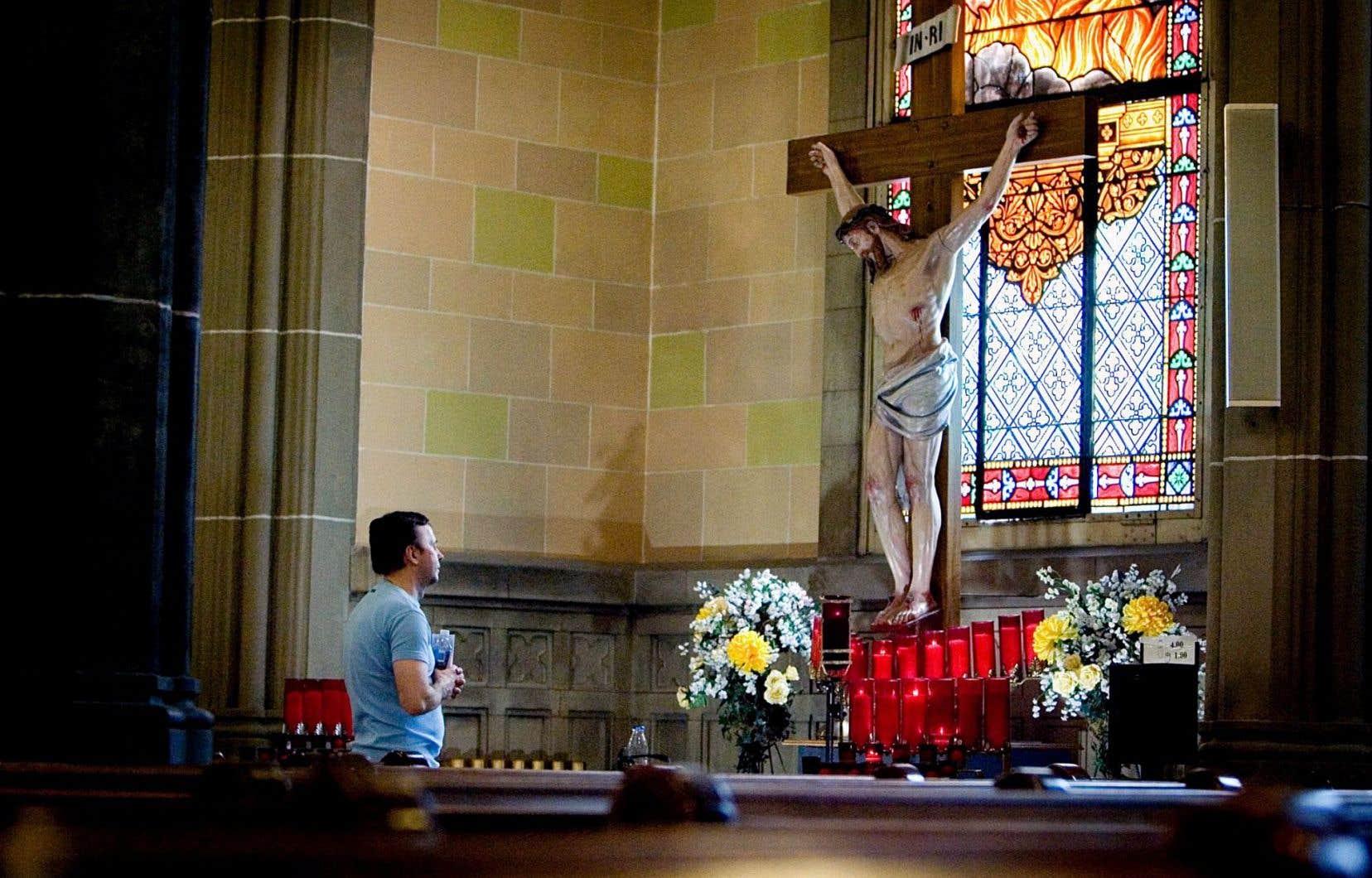 Alors que les églises se vident, le théologien Normand Provencher propose une réflexion sur une nouvelle pratique du catholicisme.